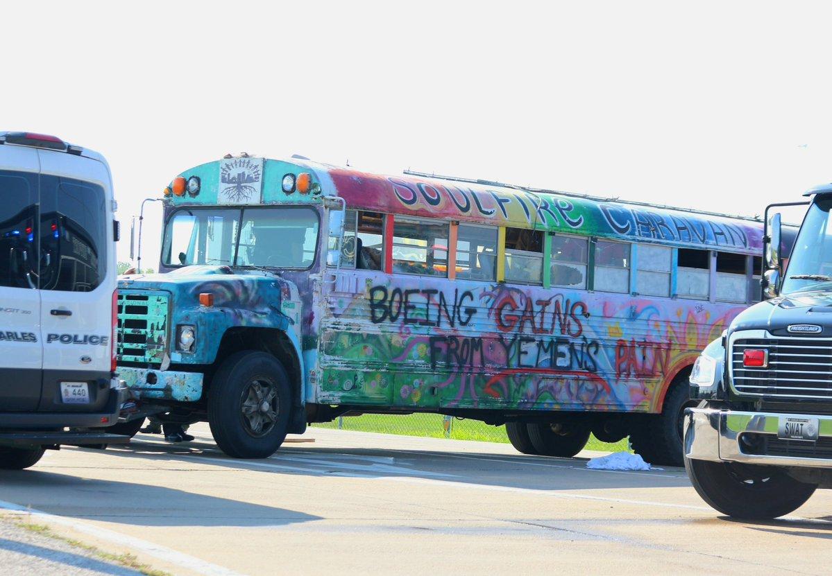 boeing bus yemen protest