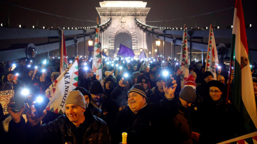 Hungarians Rise up Against Anti-Worker 'Slave Law' and Growing Authoritarianism