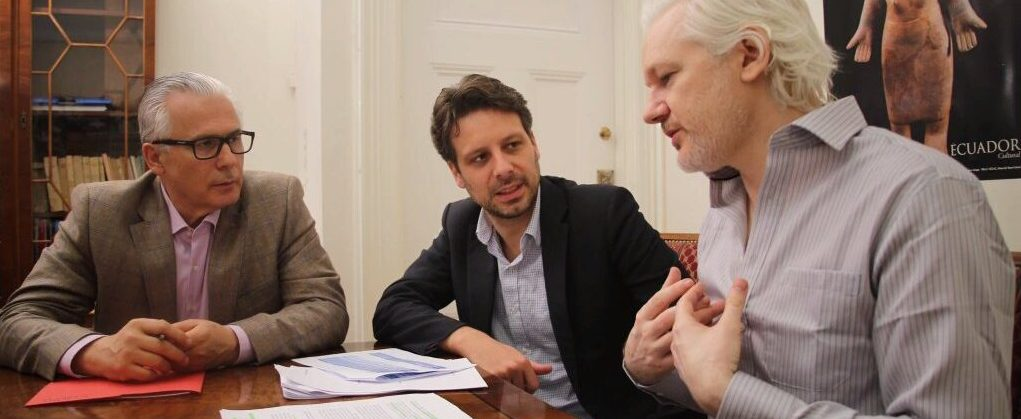Baltasar Garzón with Guillaume Long and Julian Assange at the Embassy of Ecuador in London, on June 19, 2016