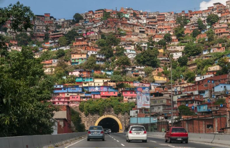 Barrio de Caracas Wikimedia https://es.wikipedia.org/wiki/Archivo:Barrio_de_Caracas.jpg