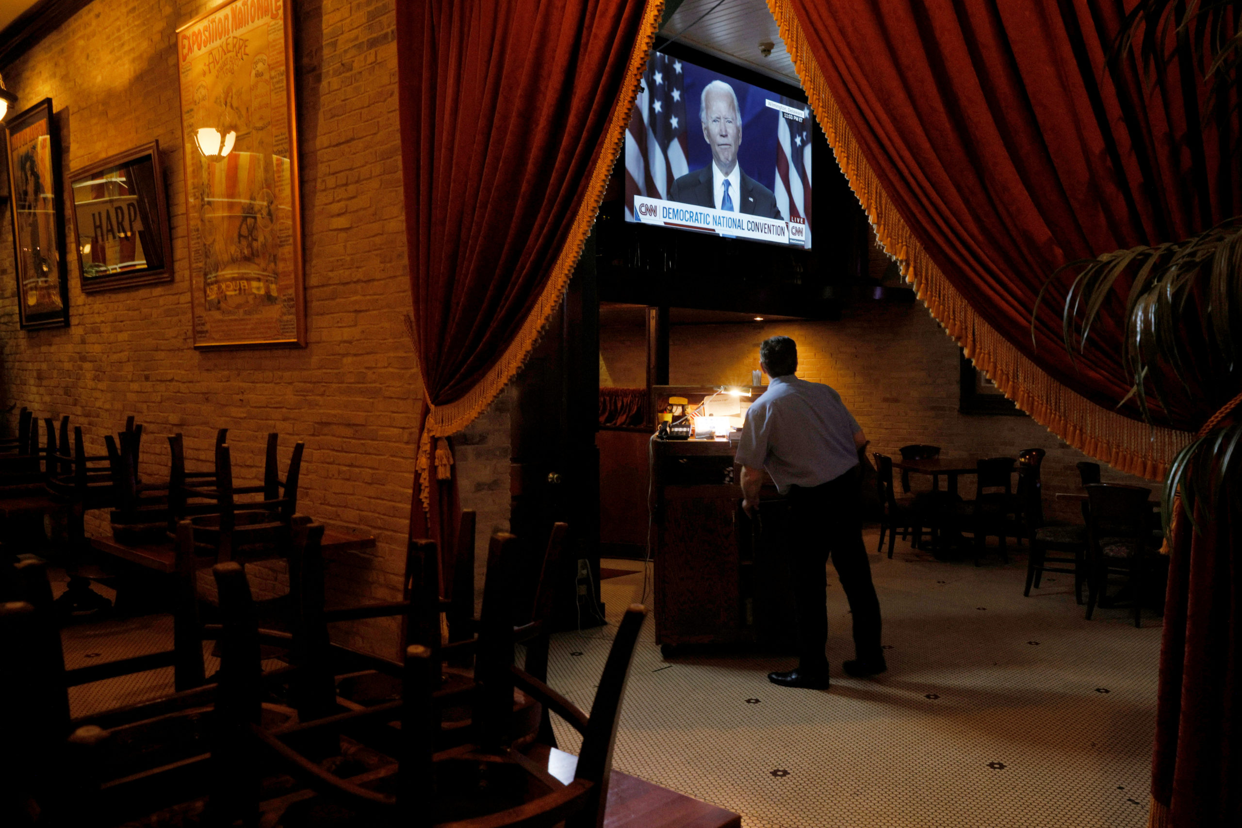 A television at Buck Bradley's Saloon and Eatery shows Democratic presidential nominee Joe Biden speaking at the Democratic National Convention (DNC), which is a largely virtual event due to the coronavirus disease (COVID-19) outbreak, in Milwaukee, Wisconsin, U.S., August 20, 2020.   REUTERS/Brian Snyder     TPX IMAGES OF THE DAY